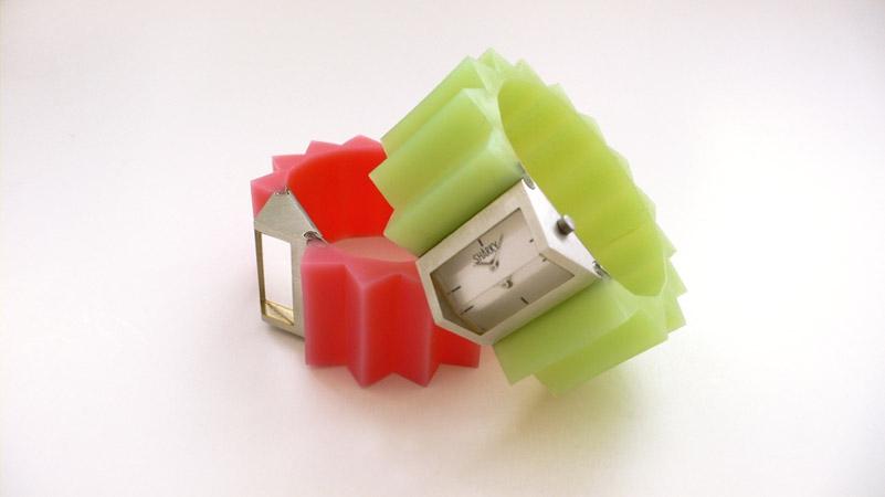 "<span class=""prodinfo"">'sharky' — watch<br /> <em>Width</em> 30 mm <em>length</em> 18 mm<br /> <em>Material</em> steel, rubber<br /> <em><strong>sold out</em></strong></span><a href=""mailto:jantje@jantjefleischhut.com?subject=JANTJE%20FLEISCHHUT%20/%20Online%20Collection&body="" class=""buy"" title=""You need a Email-Client to order products.""></a>"