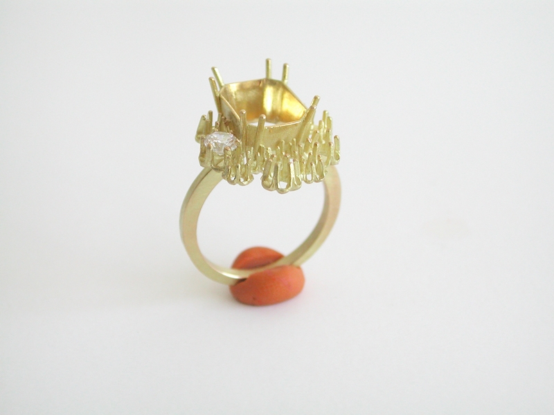 """<span class=""""prodinfo"""">'chaton ring'<br /> <em>Hight toppart</em> 75 mm<br /> <em>Material</em> 18carat gold, 1–3 precious stones<br /> <em>Price</em> € 775.–</span><a href=""""mailto:jantje@jantjefleischhut.com?subject=JANTJE%20FLEISCHHUT%20/%20Online%20Collection&body=The product of your dreams...%0A----------------------------------%0A'chaton ring', Material: 18 carat gold, 1–3 precious stones, price € 775.–%0A----------------------------------%0APlease leave your favorite selection/colour:%0A%0AName: %0A%0AAdress: %0A%0ACity: %0A%0A%0AWe will give you a message for the procedure.%0AJANTJE FLEISCHHUT jewellery is love%0A----------------------------------%0AAll prices are inclusive VAT and exclusive delivery charges.%0AAll prices announced in the Online Gallery handled carefully however without engagement.%0AThe exact delivery date cannot be specified of articles sent abroad.%0ADelivery will take place on full payment."""" class=""""buy"""" title=""""You need a Email-Client to order products."""">Buy this</a>"""