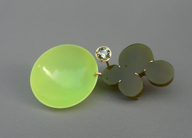 "<span class=""prodinfo"">yellowgreens  brooch 2007<br />