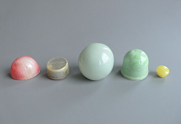 """<span class=""""prodinfo"""">'planets' — broche 2012<br /> <em>Material</em> silver, found plastic, resin, pigment, fibre glass  <em>Size</em> different diameter<br /> </span><a href=""""mailto:jantje@jantjefleischhut.com?subject=JANTJE%20FLEISCHHUT%20/%20Online%20Collection&body="""" class=""""buy"""" title=""""You need a Email-Client to order products.""""></a>"""