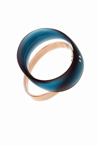 "<span class=""prodinfo"">'flightpath' — bracelet 2015<br /> <em>Material</em> silver, copper, resin, pigments</span><a href=""mailto:jantje@jantjefleischhut.com?subject=JANTJE%20FLEISCHHUT%20/%20Online%20Collection&body="" class=""buy"" title=""You need a Email-Client to order products.""></a>"